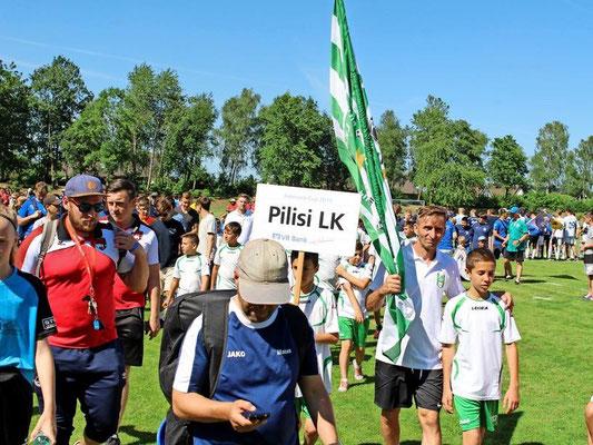 Die Jungs von Pilisi Labdarúgó Klub, südöstlich von Budapest gelegen, beim Einmarsch