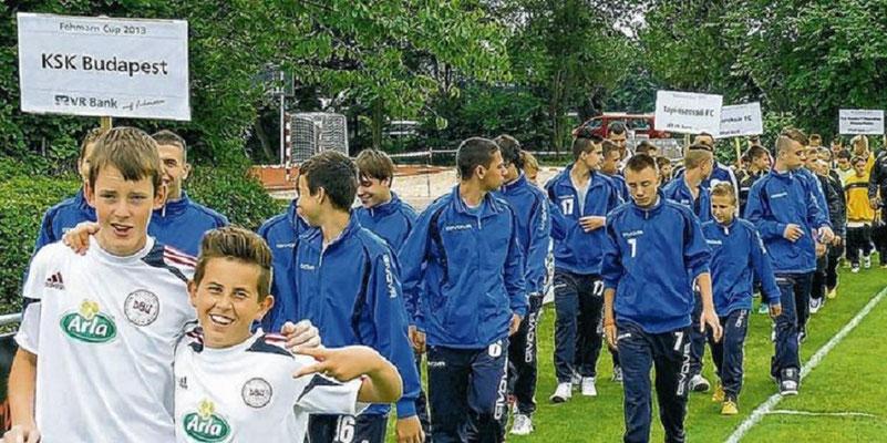 Erstmalige liefen Mannschaften aus Ungarn auf.