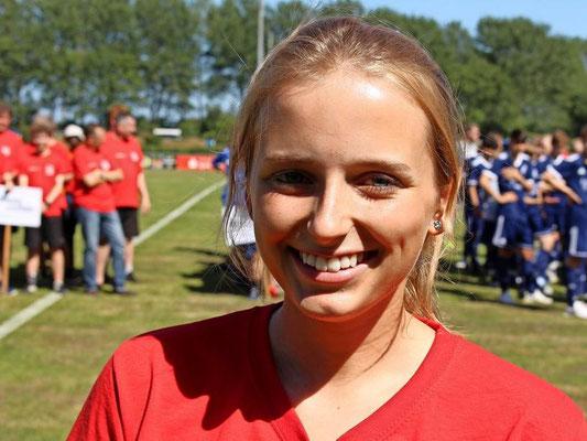 Luisa Ehmann leistete für Spieler, Trainer und Schiedsrichter den Eid