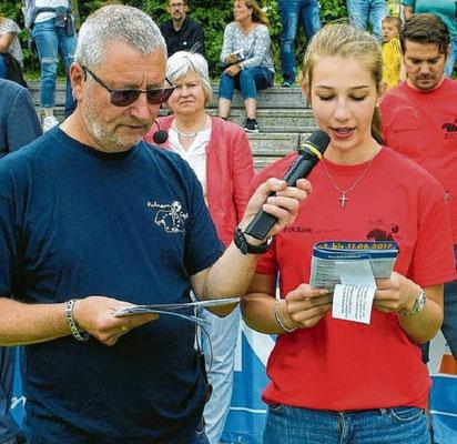 Chef Organisator Jürgen Fendt mit Jette Bruhn die die Gäste aus Dänemark in deren Landessprache begrüßte