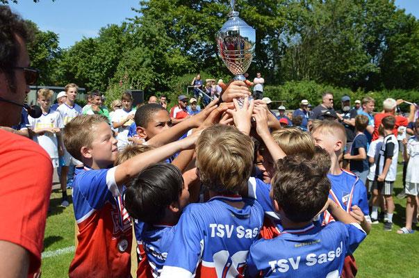 Die Jungs holten nach 2014 und 2018 zum dritten Mal einen Cup in die Hansestadt Hamburg