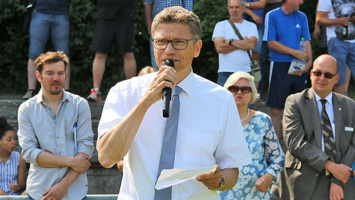 Tourismuschef Oliver Behncke eröffnete die Spiele. Viktor Katona (für die Ungarn) und Bürgermeister Jörg Weber begrüßten die Teams. Bürgervorsteherin Brigitte Brill leistete den Eid.