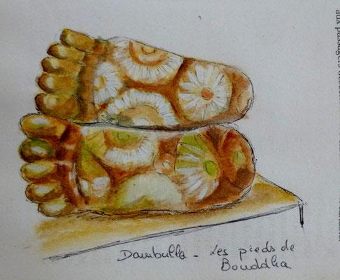 Pieds de Bouddha à Dambulla