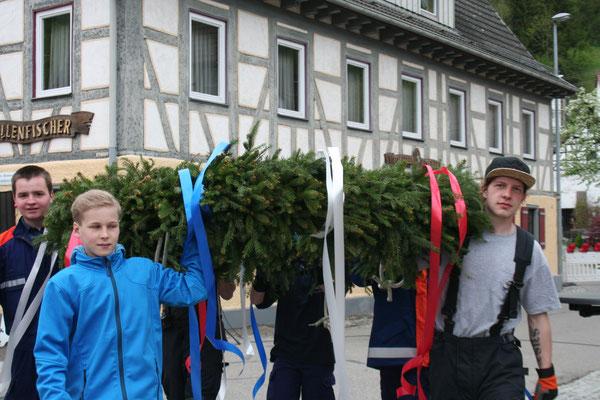 Maibaumstellen 2015 Foto: Willi Uhlke
