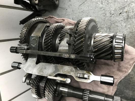 0AM Getriebehauptwelle mit Schaltgabeln