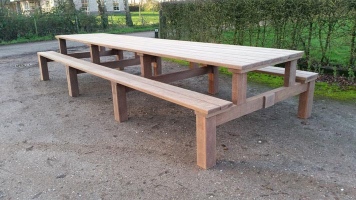 picknicktafel 4,5 meter in azobe 40 jaar oude brugdelen ontwerp madebycor