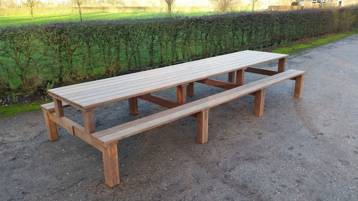 picknicktafel 4,5 meter in azobe geupcyclede brugdelen ontwerp madebycor