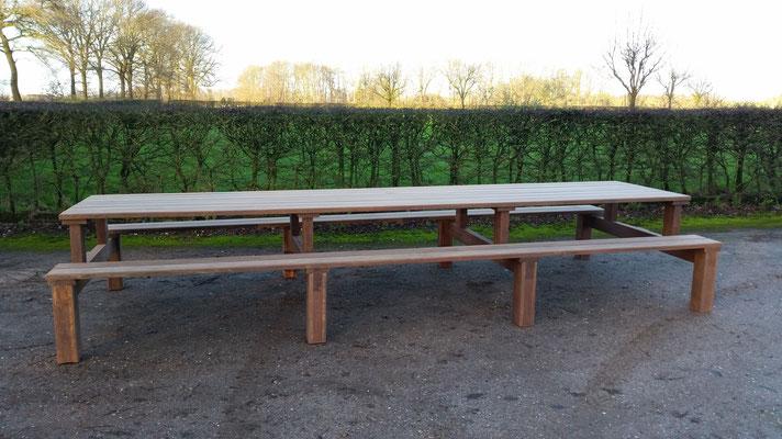 picknicktafel 450cm in azobe geupcyclede brugdelen ontwerp madebycor