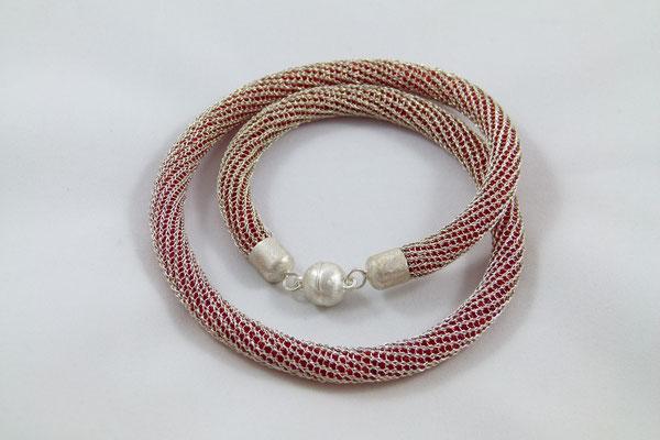 Strickkette rote Füllung