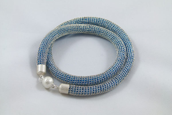 Strickkette blaue Füllung