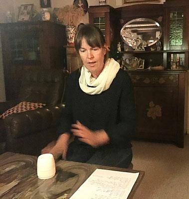 Wie alle Teilnehmer präsentiert auch Susanne einen Text
