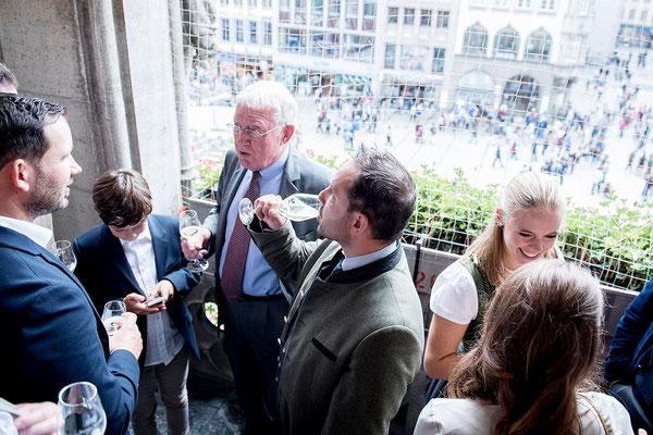 Sektempfang auf dem Balkon des Münchner Rathauses