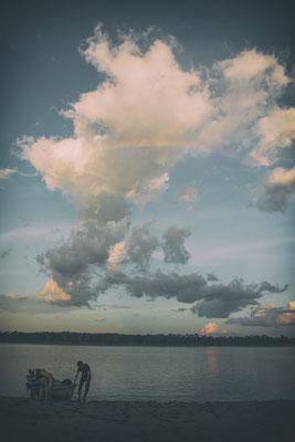 Ein Regenbogen über dem Amazonas
