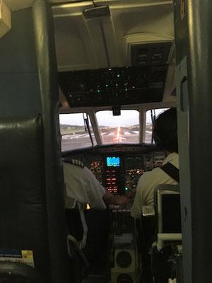 unsere Plätze direkt hinter dem Cockpit
