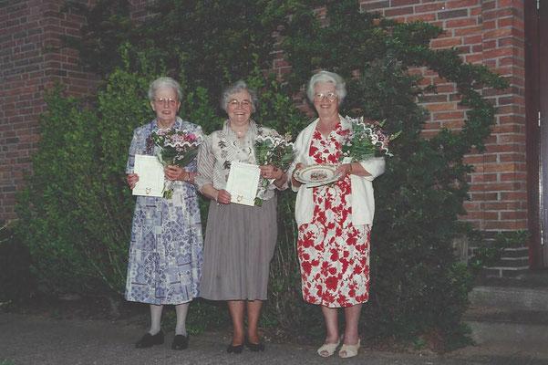 1996 de dames Preuter, De Wit en Ebbers vieren hun jubileum