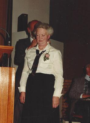 1984 Mevr. Wiltink-Ebbers wordt gehuldigd