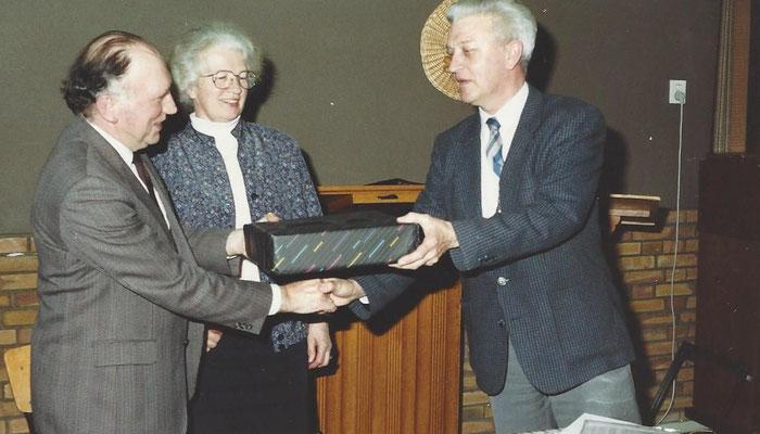 1990 Voorzitter W. Ebbers wordt gehuldigd