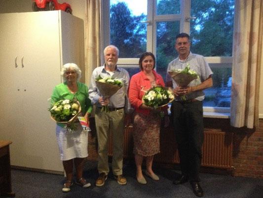 v.l.n.r. Mevrouw Gerda Bulten (60 jaar lid) de heer Eddy Ebbers, Paula Ebbers en Aart Ebbers (25 jaar lid)