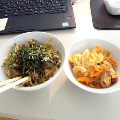 鳥胆煮緬と野菜