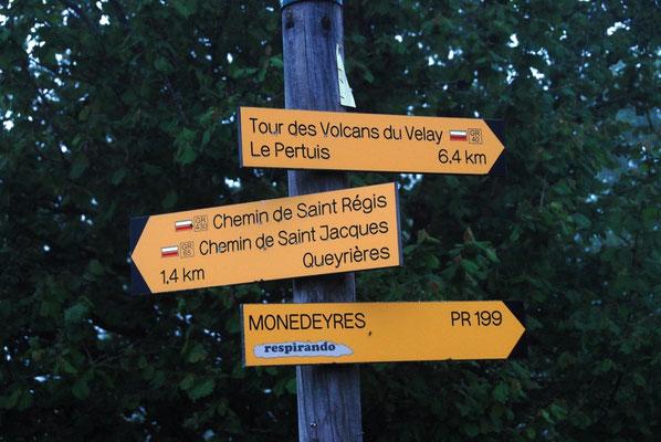 carrefour de GR à Queyrières dans le Meygal, haute-loire