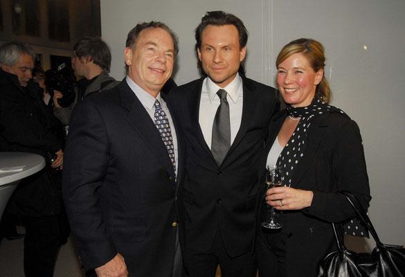 Christian Slater (center)