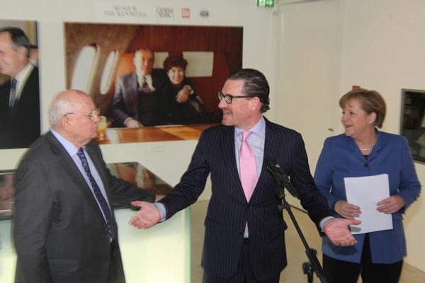 Mikhail Gorbachev, Kai Diekmann (Managing Editor BILD Zeitung), Chancellor Dr. Angela Merkel