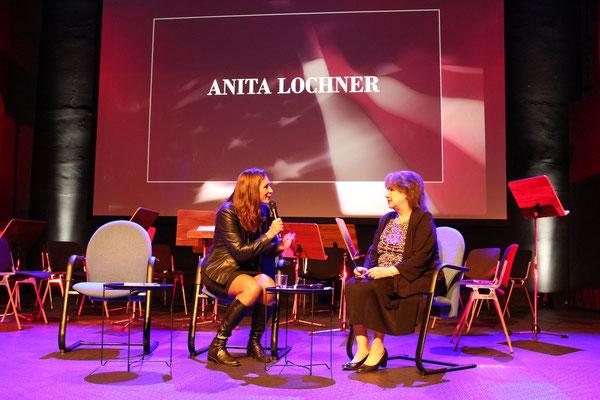 v.l.n.r.: Antje Passenheim im Gepräch mit Anita Lochner