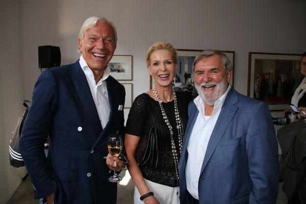 Jo Groebel (r.), Grit Weiss (center)