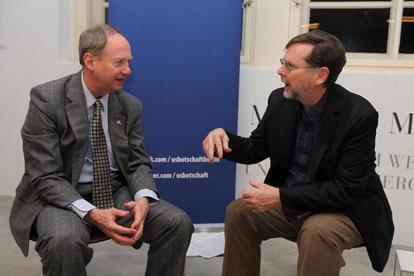 US-Botschafter John B. Emerson mit Steven Hill (Senior Fellow American Academy)  © John Self, U.S. Embassy Berlin