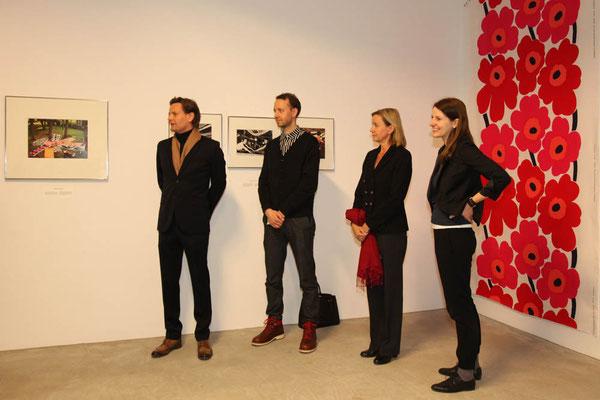 Mark Fiedler (Café PALERMO), Jeremiah Tesolin (Marimekko), Botschafterin von Finnland Päivi Luostarinen, Alina Heinze (Leiterin des Museums THE KENNEDYS)