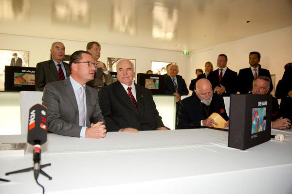 Kai Diekmann, Bundeskanzler a. D. Dr. Helmut Kohl (von 1982–1998 der sechste Bundeskanzler der Bundesrepublik Deutschland), Markus Lüpertz und Kulturstaatsminister Bernd Neumann
