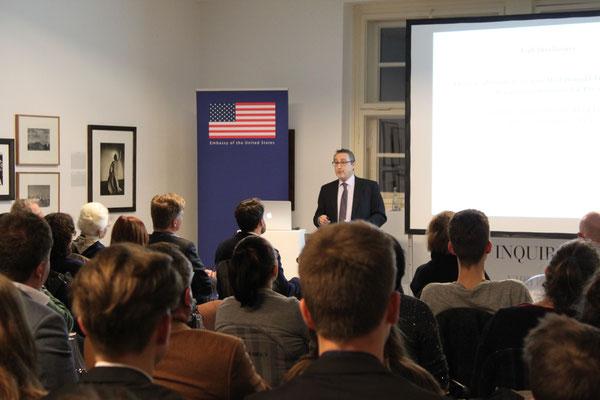 Prof. Paul Freedman während seines Vortrags »Die US-Präsidentschaftswahl 2016 unter der Lupe«