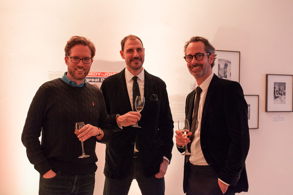 V.l.n.r.: Luc Meriochaud, Jeremy Fowler (stellv. Kulturattaché US-Botschaft), Benjamin Jäger (Vorstandsmitglied CAMERA WORK AG)