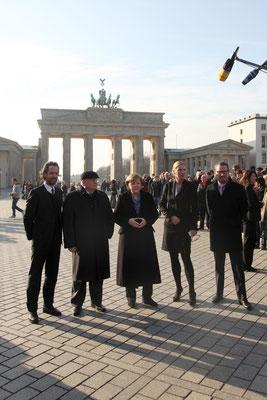 Benjamin Jäger (Vorstand CAMERA WORK AG), Michail Gorbatschow, Bundeskanzlerin Dr. Angela Merkel, Ute Hartjen (Vorstand CAMERA WORK AG), Kai Diekmann (Chefredakteur BILD Zeitung)