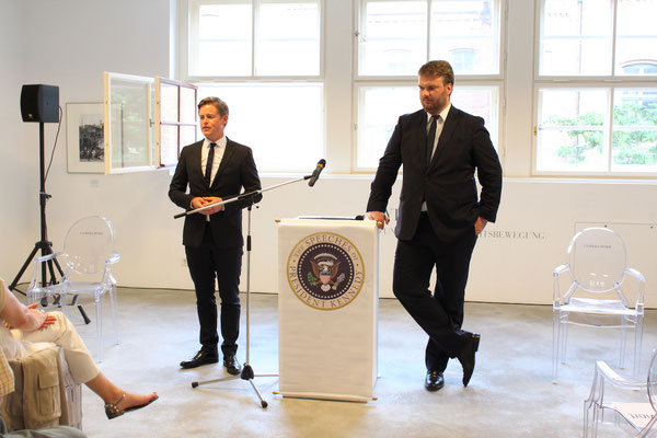 Caspar Phillipson und Anders Pedersen während der Performance »The Speeches of President John F. Kennedy«