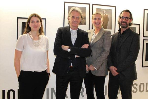 Alina Heinze (Museumsleitung), Sir Paul Smith, Ute Hartjen und Benjamin Jäger (Vorstand der CAMERA WORK AG)
