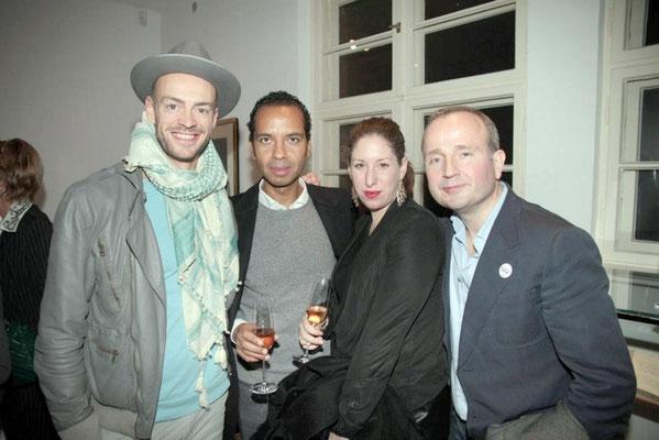 Alexander Gnädinger (l.), Mondlane Hottas (2nd from left)