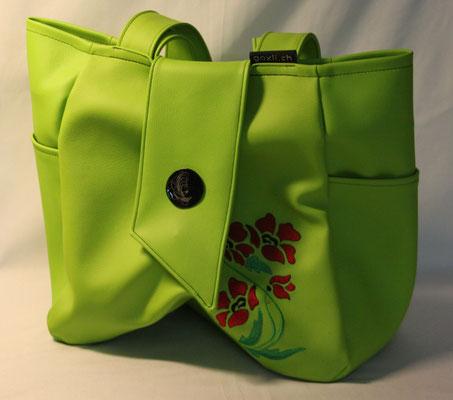 Tasche aus Kunstleder bestickt