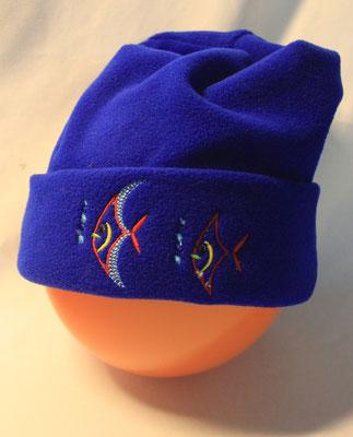 Mütze aus Faserpelz bestickt