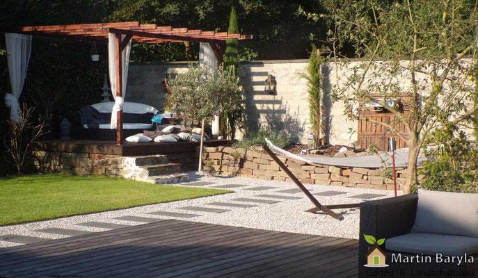 Komplette Gestaltung und Durchführung Terrassenüberdachung & Loungebereich mit Naturstein
