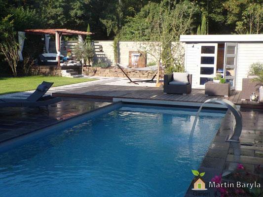 Komplette Gartengestaltung vom Pool, über Natursteinmauer bis zur Hochterrasse