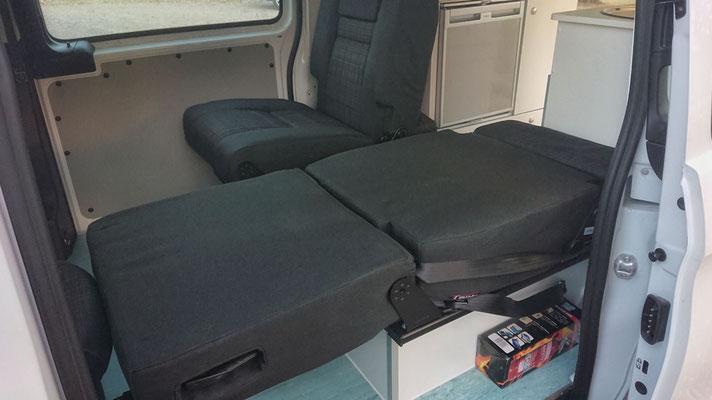 Campervan convertibale singel seat to vreate a bed