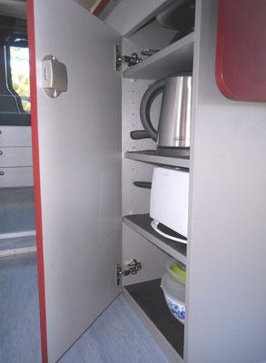 shelfs in kitchen cupboard are height adjustable