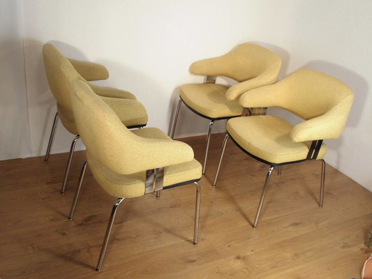 "4 Fauteuils ""conférence"" style Saarinen 1970"