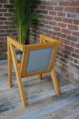 Fauteuil design forme géométrique en bois