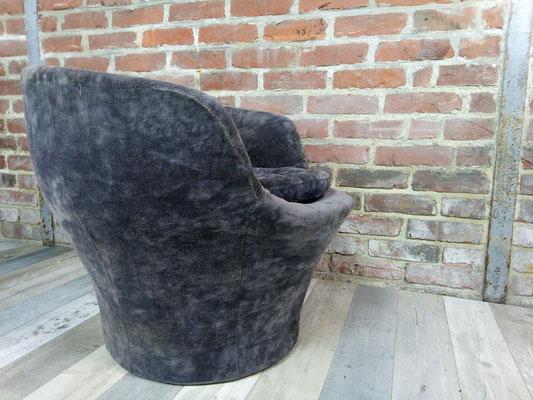 Fauteuil coque en velours gris-bleu années 70