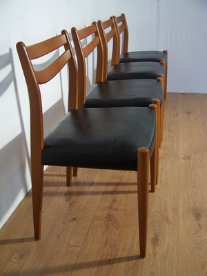 Suite de 4 chaises scandinaves