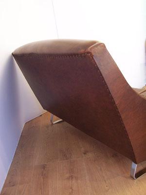 Canapé années 50 simili cuir et piètement luge chromé