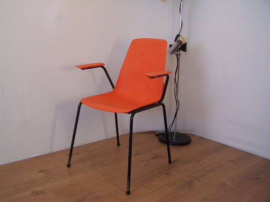 chaise coque orange 1970