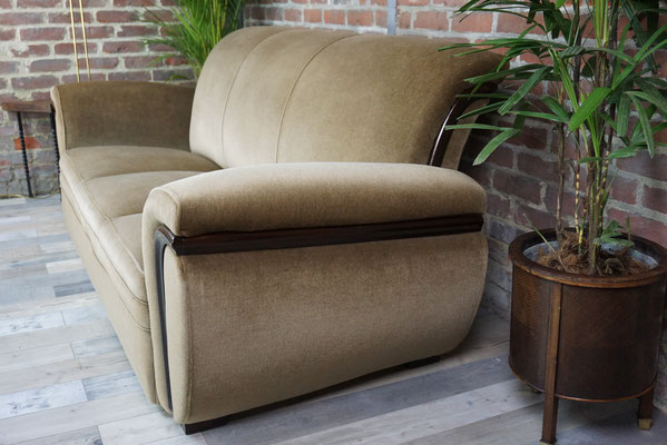 Superbe canapé de style art déco en velours de mohair